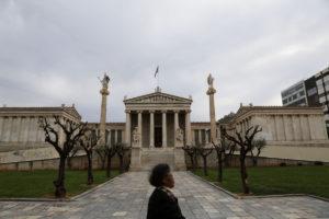Ακαδημία Αθηνών για επίθεση σε Παπαδήμο: Μέρος της μεγάλης δοκιμασίας που υφίσταται ο λαός