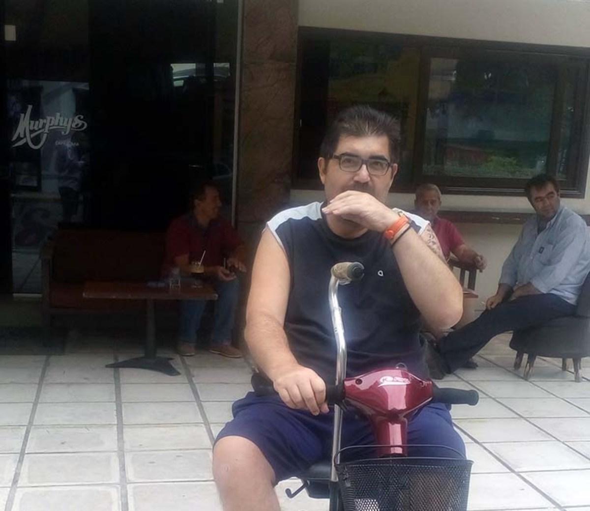 Πρώην μέλος των ΑΜΑΝ καταγγέλλει παράνομη κατάσχεση: Πήραν τα χρήματα της κηδείας του πατέρα μου!