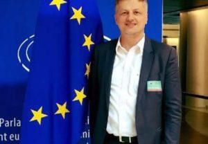 Ύβρεις Αλβανού βουλευτή εναντίον Κοτζιά και ειρωνείες για την οικονομική κρίση