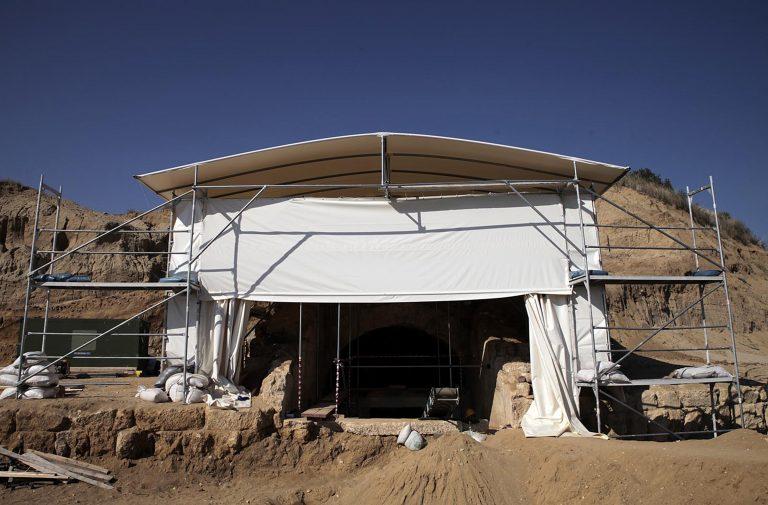 """Μπορεί να μην είναι Έλληνας ο """"ένοικος"""" του τάφου της Αμφίπολης – Η αρχαιολόγος που καταρρίπτει τις θεωρίες των συναδέλφων της"""