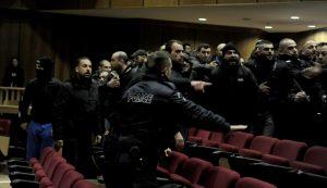 """Αστυνομικός για το μπάχαλο στη δίκη της ΧΑ: """"Για ποιο θέμα να γίνουν συλλήψεις;"""""""