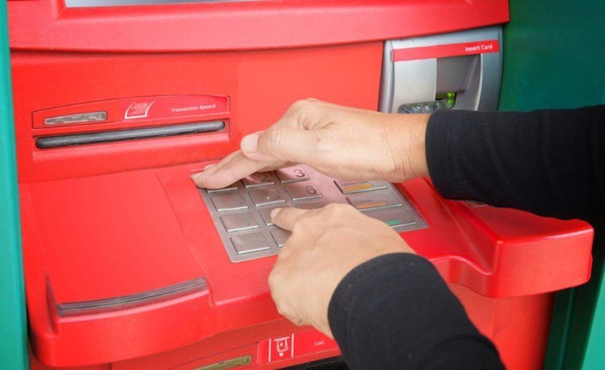 Τι ΠΡΕΠΕΙ να προσέξετε για να μη σας κλέψουν όταν κάνετε ανάληψη σε ATM!