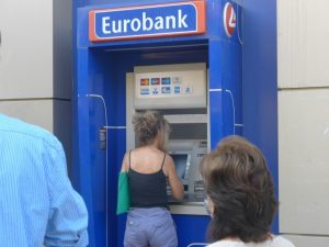Capital controls: Πάνω από 1 δισ. επέστρεψε στις τράπεζες, μετά την τελευταία χαλάρωση
