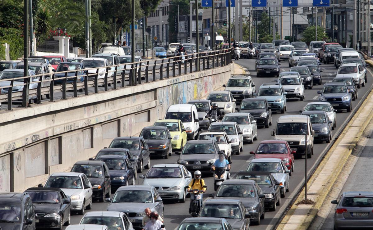 Χαμένος χρόνος! 13 ώρες και 2 λεπτά τη βδομάδα στο δρόμο οι Έλληνες