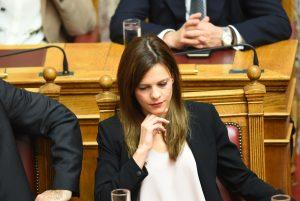 """Εσπευσμένα στη Βουλή τροπολογία για το """"μπάχαλο"""" με τις συντάξεις"""