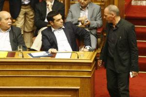 """Βαρουφάκης: """"Ο Τσίπρας με απείλησε με νέο Γουδή""""! [vid]"""