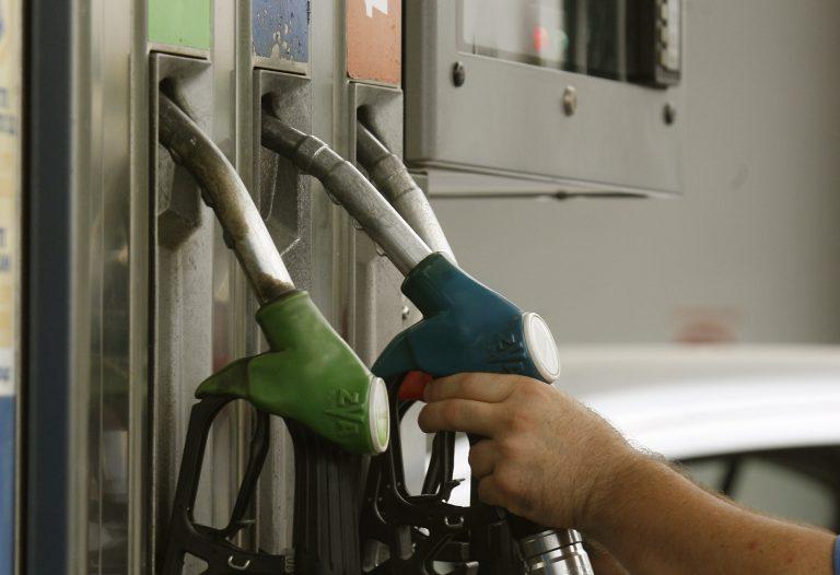 Πλαφόν στην τιμή καυσίμων σε 17 νομούς εισηγείται η ΡΑΕ