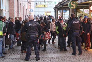 Βερολίνο: Έκλεισε εμπορικό κέντρο – Βρέθηκε ύποπτο πακέτο