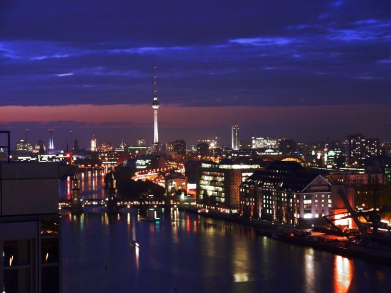 Εκτός ύφεσης η Γερμανία