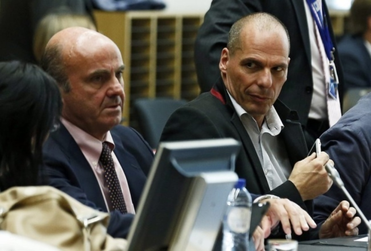 "Eurogroup – Βαρουφάκης: Δολοφονικό ""βλέμμα"" σε Μοσκοβισί και θερμή αγκαλιά με Ντε Γκίντος (ΦΩΤΟ)"