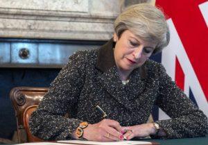 """Μέι: """"Θα συνεργαστούμε με το Γιβραλτάρ για το Brexit"""""""