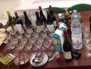 Γιόρτασαν το Βrexit με ελληνικές ελιές, γαλλικό κρασί και νερό από την Γαλλία [pic]