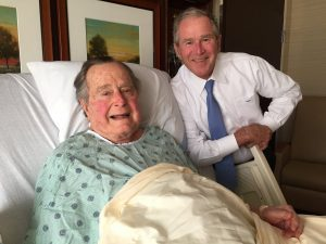 Δεν παίρνει εξιτήριο ο Τζορτζ Μπους