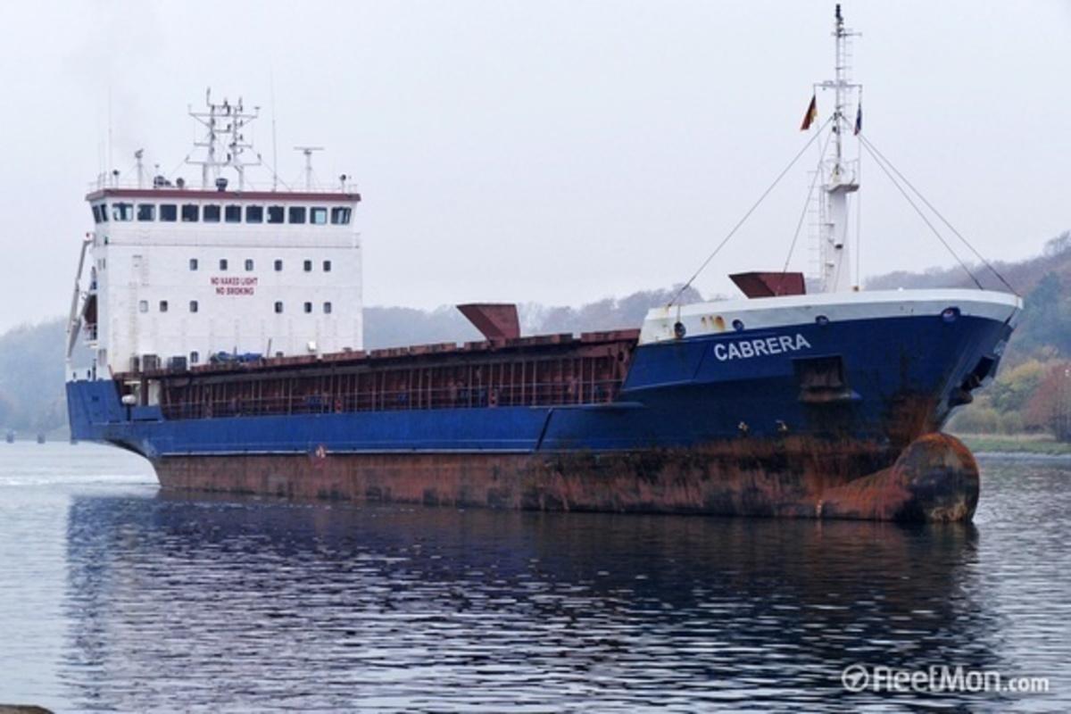 Πλοίο προσάραξε στην Άνδρο – Το εγκατέλειψε το πλήρωμα