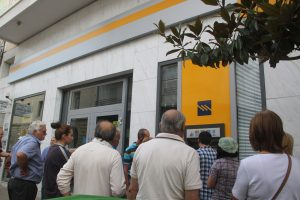 Capital Controls: Νέες ευνοϊκές αλλαγές στις τράπεζες – Πότε κάποιος θα μπορεί να βγάλει περισσότερα λεφτά