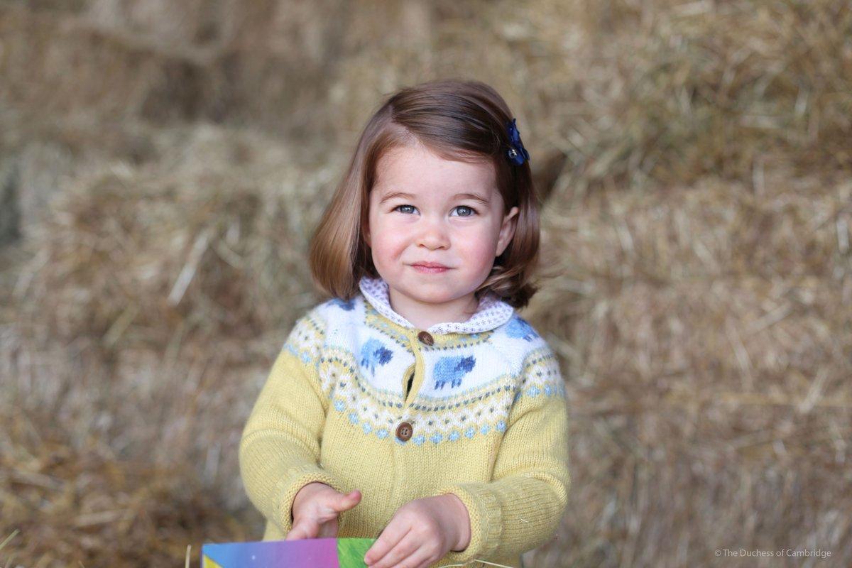 Ιδια η προγιαγιά της! Η πριγκίπισα Σαρλότ μοιάζει απίστευτα στην Ελισάβετ!