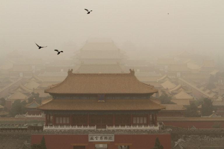 """Αμμοθύελλες """"μαμούθ""""… πνίγουν το Πεκίνο! Εντυπωσιακές φωτογραφίες"""