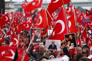 Πάνω από 50.000 οπαδοί του Ερντογάν διαδήλωσαν στη Γερμανία [pics]