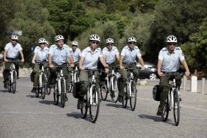 Αθήνα: Περιπολίες και με ποδήλατα από την δημοτική αστυνομία – ΦΩΤΟ