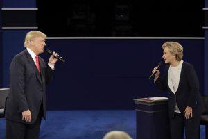 Η τελευταία κρίσιμη μάχη Κλίντον-Τραμπ ζωντανά στο NewsIt