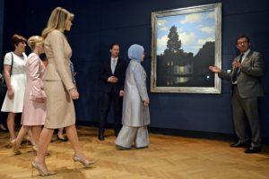 """Ο πρώτος Κύριος και το """"παγωμένο"""" βλέμμα της Εμινέ Ερντογάν [pics, vid]"""