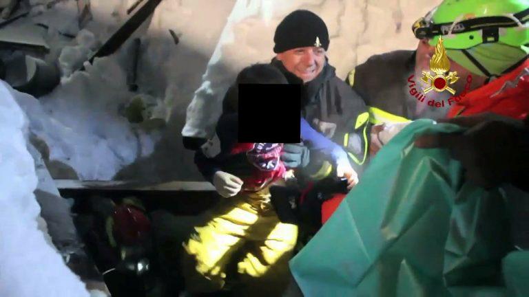 Ξενοδοχείο Rigopiano: 9 άνθρωποι απεγκλωβίστηκαν – Σε εξέλιξη επιχείρηση διάσωσης [pics]
