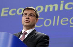 Ντομπρόφσκις: Η ελληνική οικονομία ανακάμπτει αλλά προσέξτε τα κόκκινα δάνεια