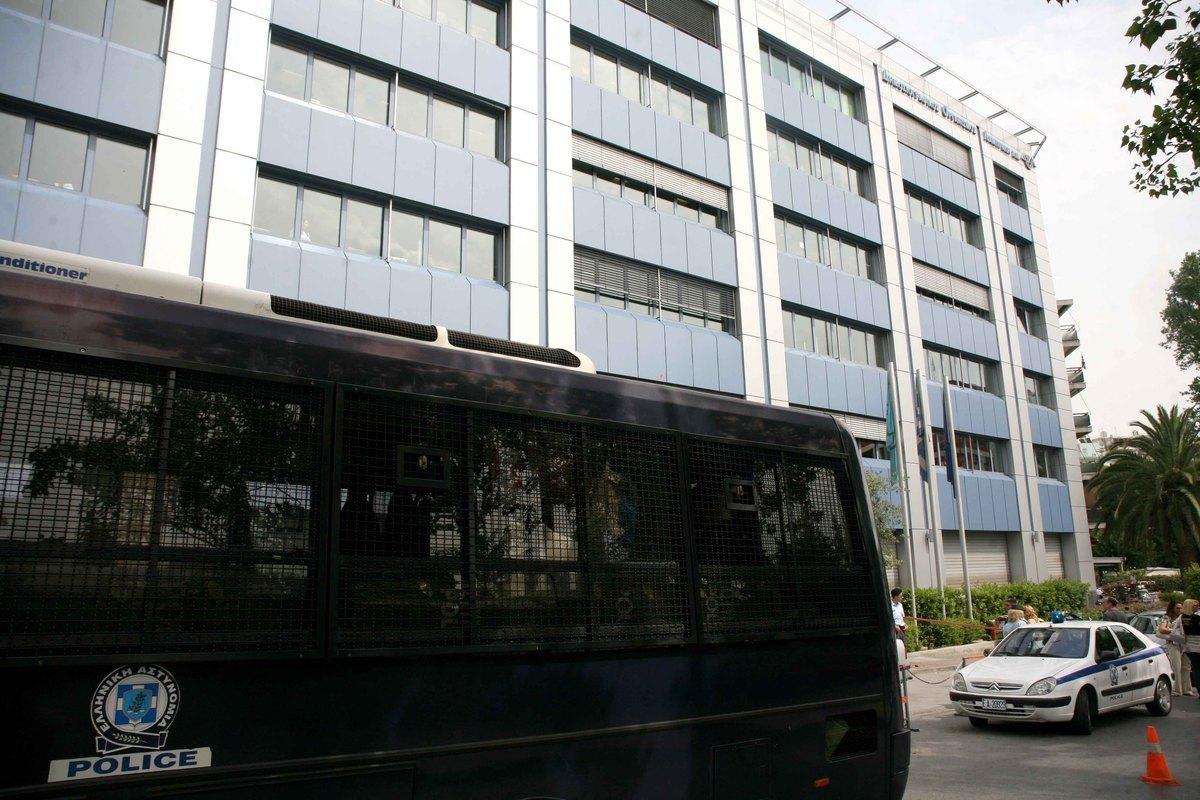Απεργιακές κινητοποιήσεις αποφάσισαν οι εργαζόμενοι στον ΔΟΛ   Newsit.gr