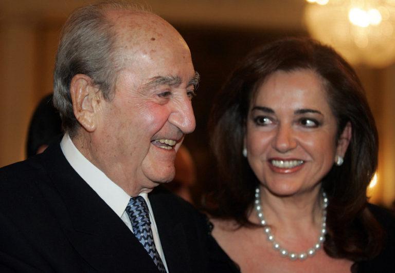 Ντόρα Μπακογιάννη: Με ριζίτικο της Κρήτης αποχαιρετά τον πατέρα της [vid]