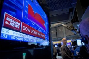 """Πανικός ξανά στην Wall Street – Νέα """"βουτιά"""" του Dow Jones"""