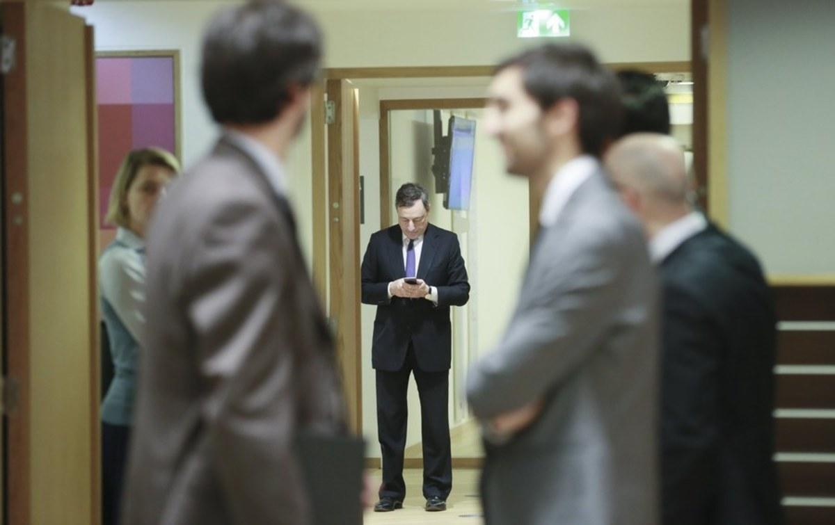 """Βόμβα! """"Ο Ντράγκι δεν είχε δικαίωμα να κλείσει τις ελληνικές τράπεζες"""""""