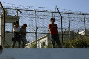 """Λέσβος: """"Φυλακισμένοι"""" νιώθουν περισσότεροι από 3.000 πρόσφυγες και μετανάστες"""