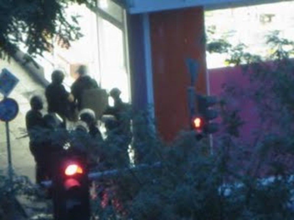 """Ελεύθεροι οι 4 """"όμηροι"""" στο Παγκράτι"""