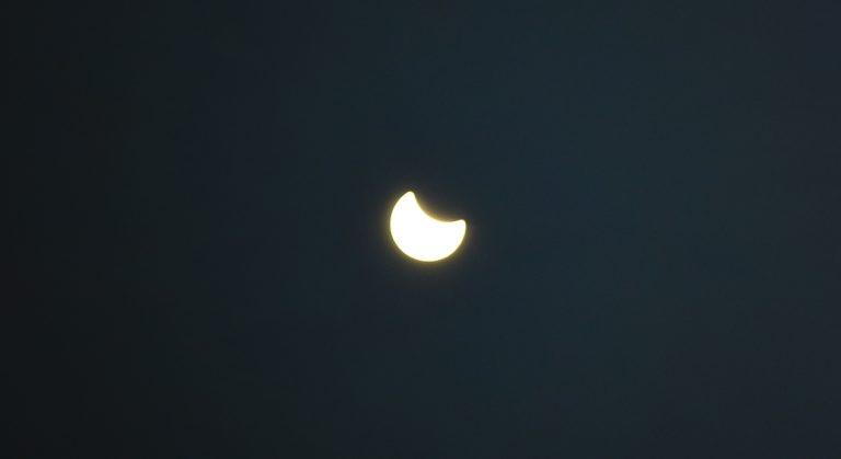 ΔΕΙΤΕ LIVE την έκλειψη Ηλίου! – Που θα είναι ορατή