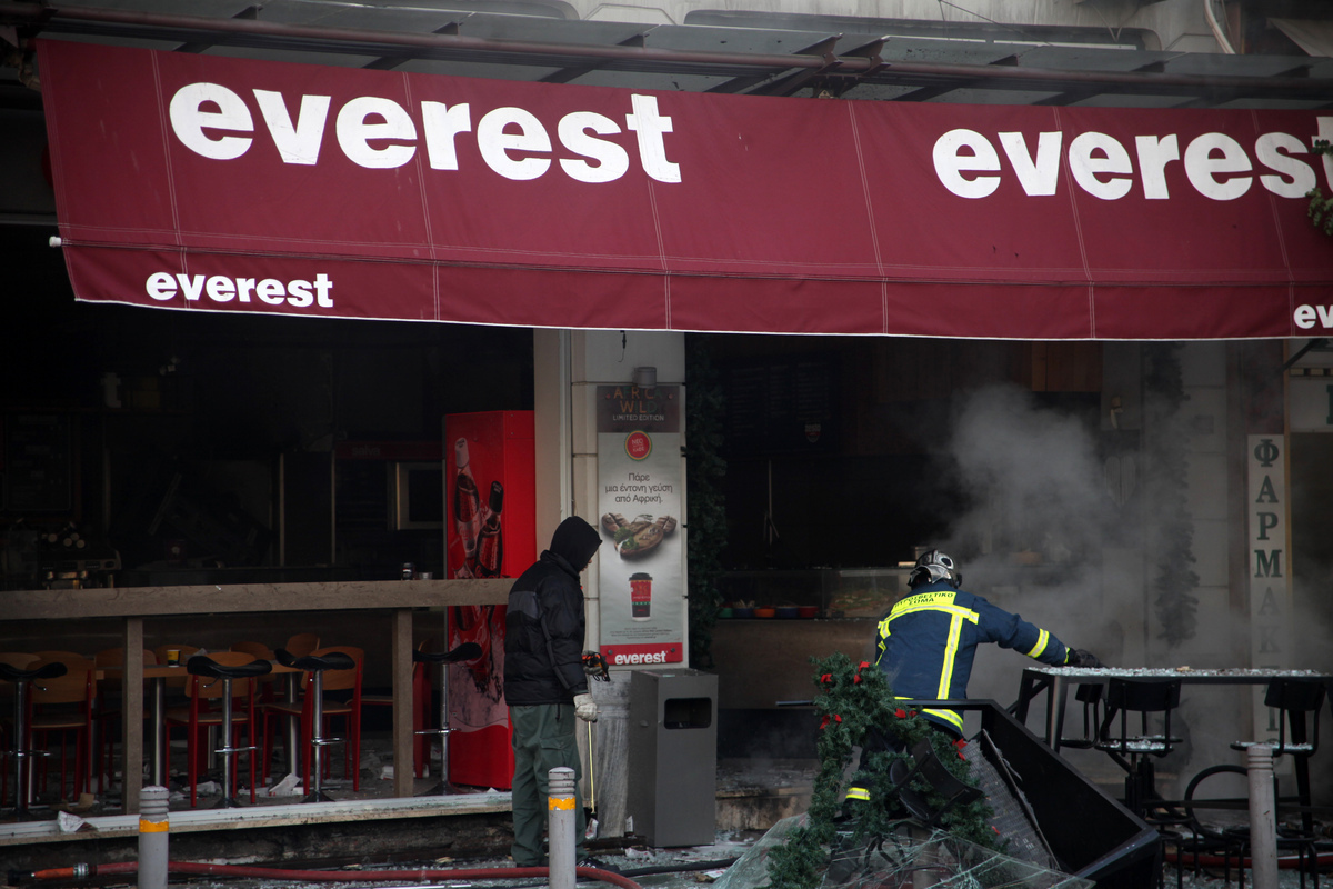 Έκρηξη στα Everest – ΣΥΡΙΖΑ: Να διερευνηθεί αν τηρούνταν τα μέτρα ασφάλειας