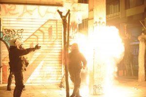 """Ομπάμα στην Αθήνα: Νύχτα κόλαση στα Εξάρχεια! """"Βροχή"""" μολότοφ και πετροπόλεμος!"""