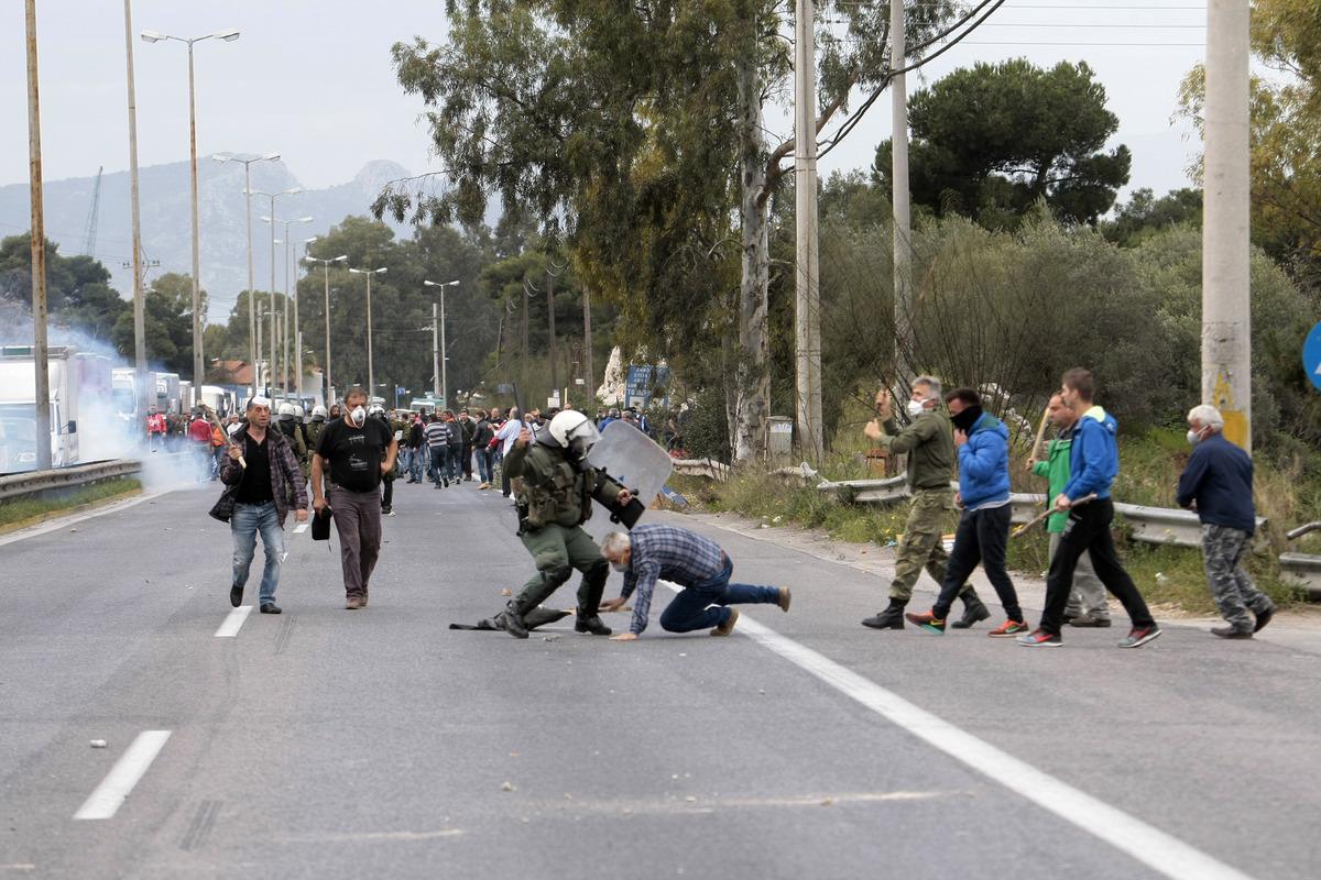 Αγρότες στην Αθήνα – LIVE: Η πολιορκία της Αθήνας! Σε θέση μάχης οι Κρητικοί – Σκηνές στο Σύνταγμα – Επεισόδια στο Χαϊδάρι – Τόσκας: Είναι χρυσαυγίτες