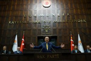 """Ερντογάν: Απασφάλισε και απειλεί… προληπτικά για τυχόν αιχμαλώτους αν δεν εκδοθούν οι """"πραξικοπηματίες"""""""