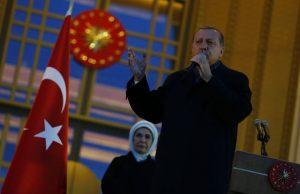Τουρκία – Δημοψήφισμα: Η Κομισιόν ζητάει να γίνουν έρευνες για τη… νοθεία!