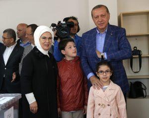 """Δημοψήφισμα Τουρκία: Πάνω από 2,5 εκατ. """"Όχι"""" έγιναν """"Ναι"""""""