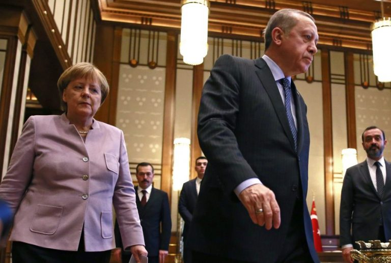 Μέρκελ προς Ερντογάν: Ισχνή η νίκη σου, σεβάσου τα κόμματα, κάνε διάλογο