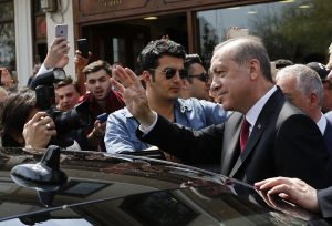 Τουρκία: Οργή από την αντιπολίτευση! Ζητούν ακύρωση του δημοψηφίσματος και καταγγέλουν νοθεία!