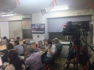 Αποτελέσματα εκλογών 2015: Στη μάχη της ενημέρωσης οι δημοσιογράφοι στο Εσωτερικών – Φωτογραφίες