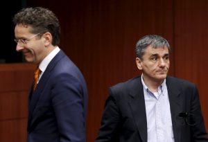 """""""Μαστίγιο και καρότο"""" από τους Θεσμούς! Ανησυχία από την προειδοποίηση Ρέγκλινγκ – Πως """"επιβλήθηκε"""" η συμμετοχή του ΔΝΤ"""