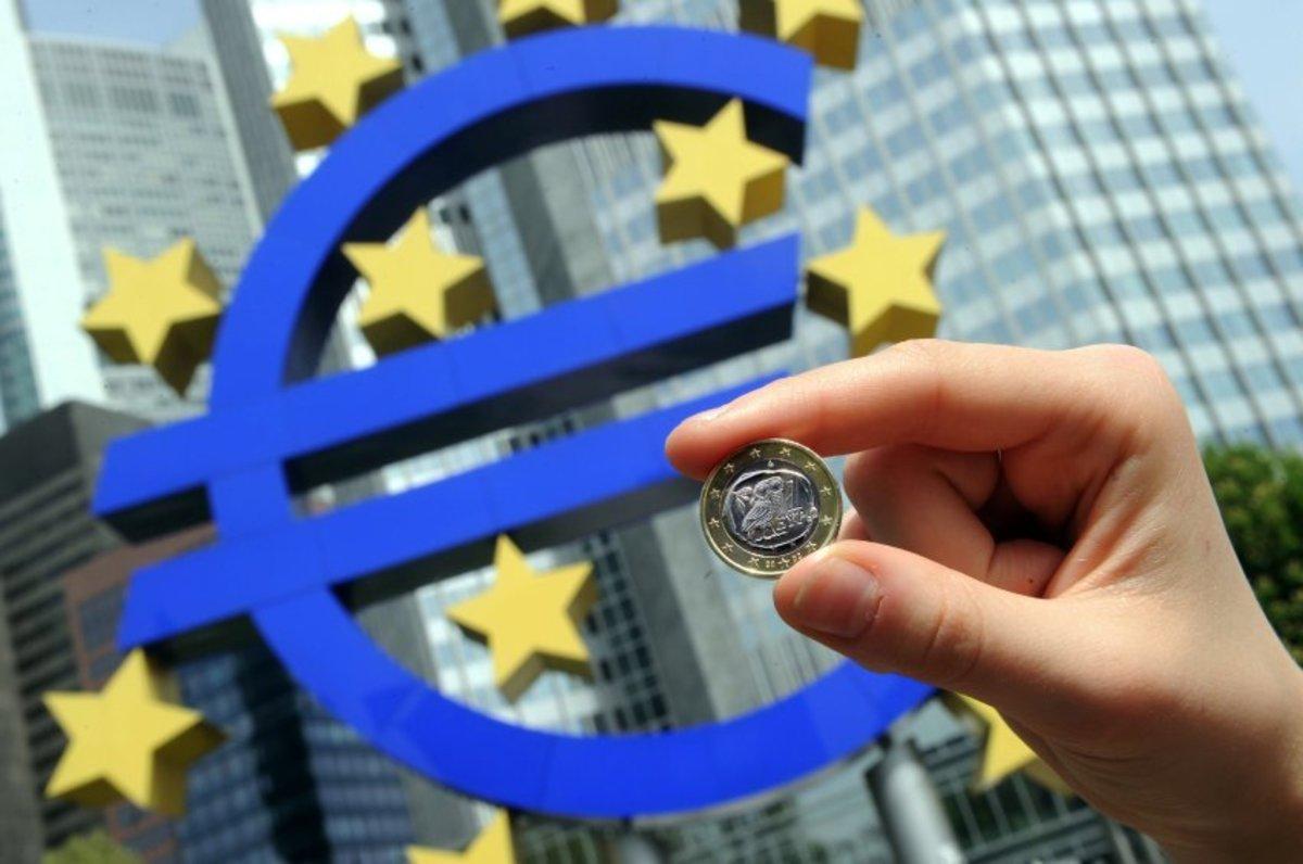 Spiegel: Πότε η ΕΚΤ θα σταματήσει την Ελληνική χρηματοδότηση