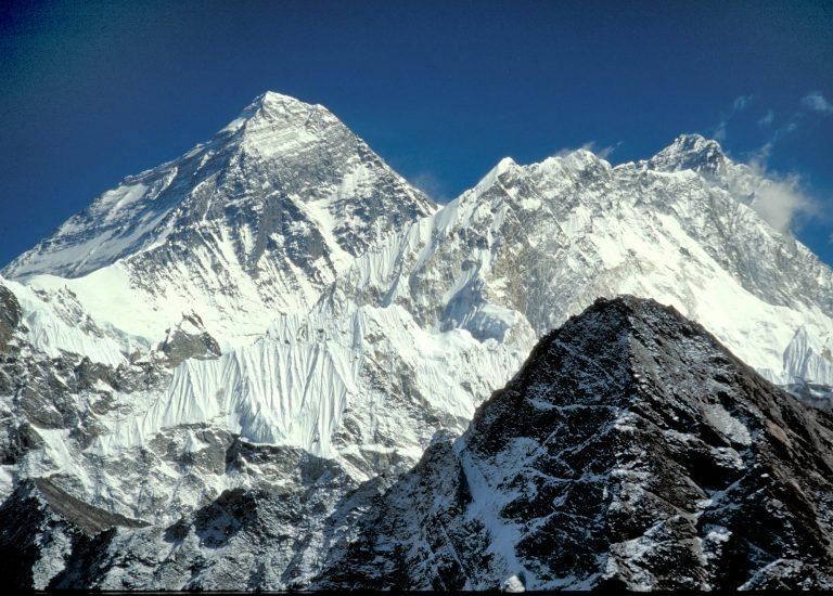 Αυτός είναι ο πρώτος ορειβάτης χωρίς πόδια που ανέβηκε στην κορυφή του Έβερεστ