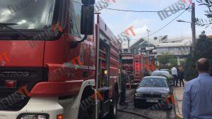 Φωτιά σε κτήριο στην Αγία Παρασκευή – Άνθρωποι βγήκαν στην ταράτσα