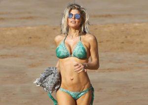 """Κολάζει στα 41 της χρόνια η Fergie! Η εμφάνιση με """"καυτό"""" μπικίνι που συζητήθηκε [pics]"""
