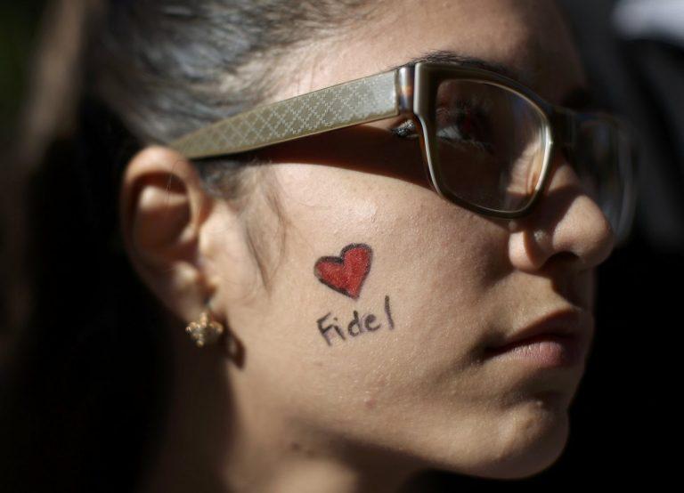"""Ατελείωτες ουρές για το """"τελευταίο αντίο"""" στον Φιντέλ Κάστρο"""