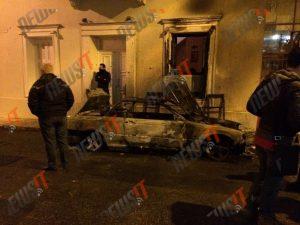 """""""Βροχή"""" από βόμβες μολότοφ στο σπίτι του Αλέκου Φλαμπουράρη! """"Δεν εκβιαζόμαστε, δεν υποχωρούμε"""" λέει η Γεροβασίλη"""